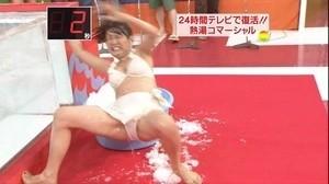 【放送事故画像】テレビにがっつり映し出されたパンツがこちらw 09