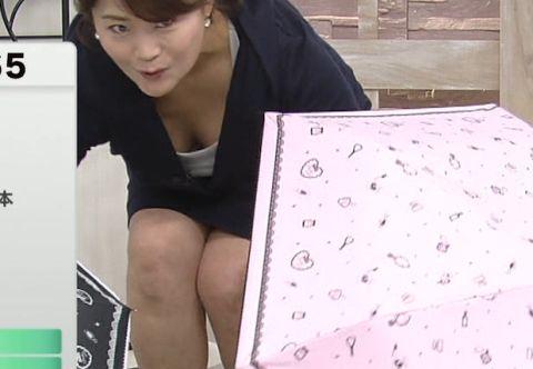 【放送事故画像】カメラの前でオッパイぷら~んってしてる女達ww 06