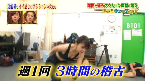 【放送事故画像】カメラの前でオッパイぷら~んってしてる女達ww 12