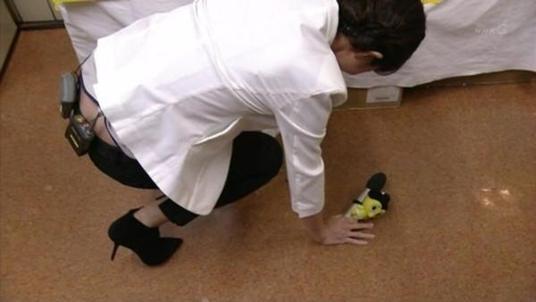 【放送事故画像】男を誘ってるかのような生足からのパンチラw 14