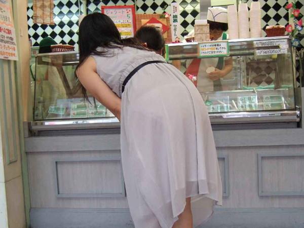 【透け画像】その透けて見えてるパンツはわざと見せてるんですか? 15