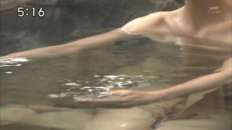 【入浴キャプ画像】際どいシーン満載の温泉レポ!いつポロリしてもおかしくないぞww 06