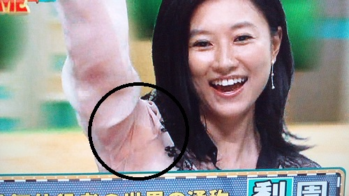 【脇汗キャプ画像】この時期女性タレントにとって一番嫌な放送事故がこちら!! 19