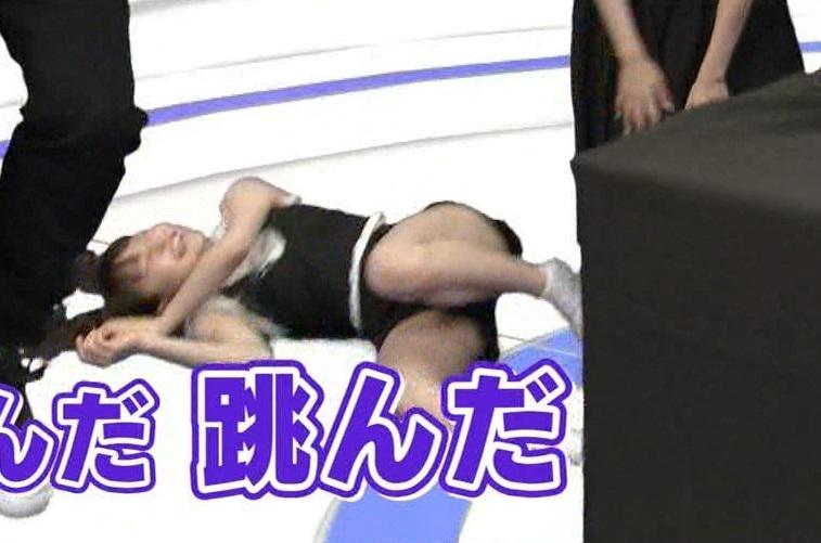 【パンチラキャプ画像】意外とお股のガードが緩い女性タレント達wwww 16