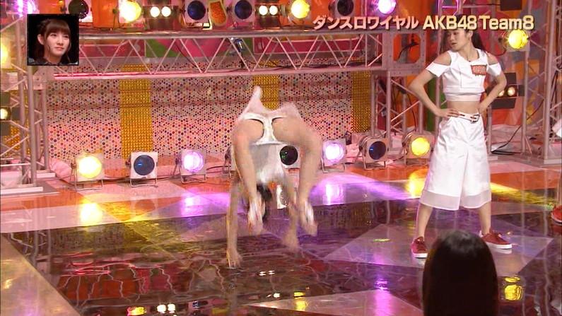 【放送事故画像】女性タレント達の股間をピックアップ!!これって映ってはいけないものまで映ってない?ww 06