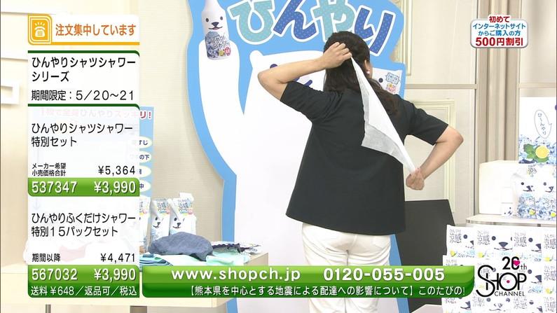 【お尻キャプ画像】むっちりお尻にピッチリ食い込んだズボンがエロさを引き立てるwww 15