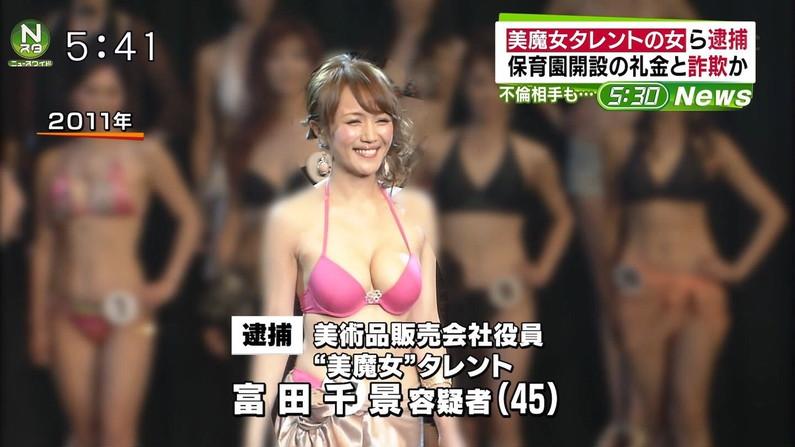 【水着キャプ画像】テレビに映る水着美女のオッパイがこぼれ落ちそうwww 08
