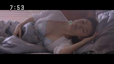 【水着キャプ画像】テレビに映る水着美女のオッパイがこぼれ落ちそうwww 23