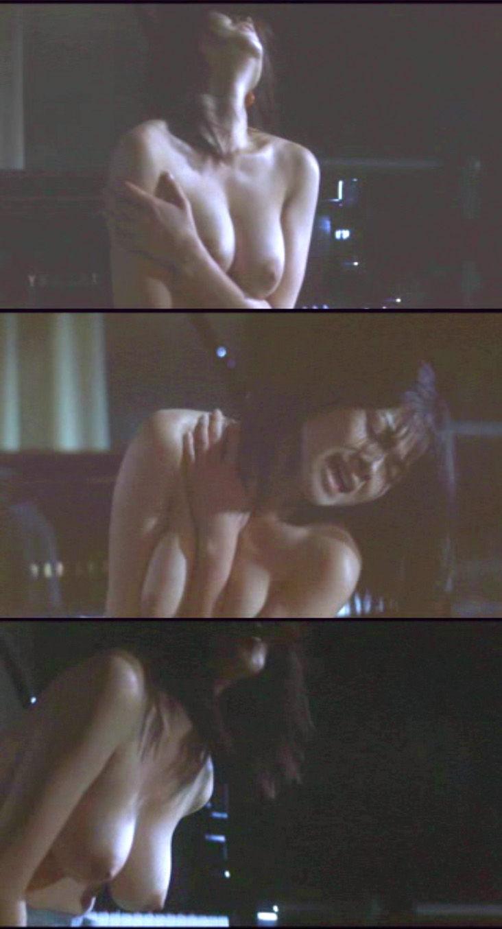 【濡れ場キャプ画像】女優が演じるベッドシーンが乳首丸出しで喘いでてヤバスwwww 24