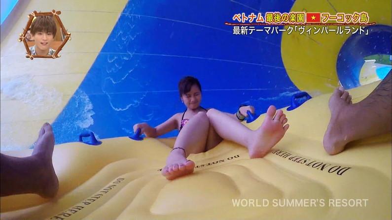 【足裏キャプ画像】可愛い女の子の足の裏って臭いほど興奮するって本当なのか?www