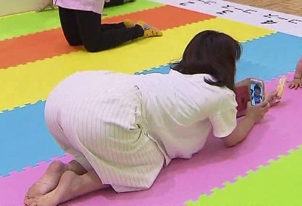 【足裏キャプ画像】可愛い女の子の足の裏って臭いほど興奮するって本当なのか?www 21