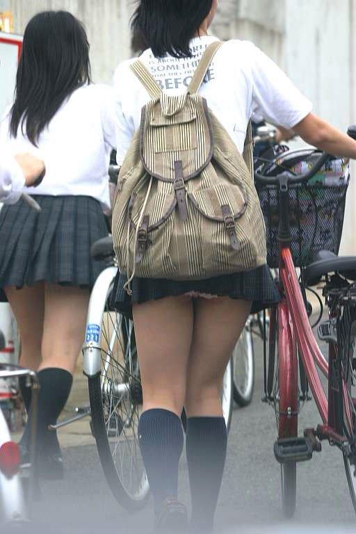 【パンチラ画像】あの~パンツが丸見えになってるんですけど・・・ 11