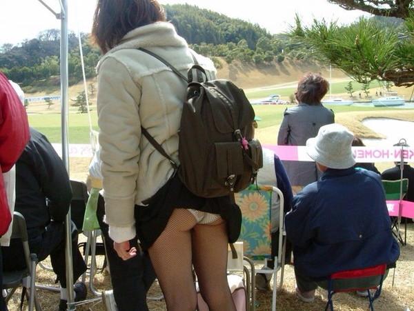 【パンチラ画像】あの~パンツが丸見えになってるんですけど・・・ 15