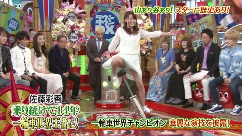 【パンチラキャプ画像】スカートの丈が短すぎて少しでも股開くとパンツが見えちゃうタレント達ww 16