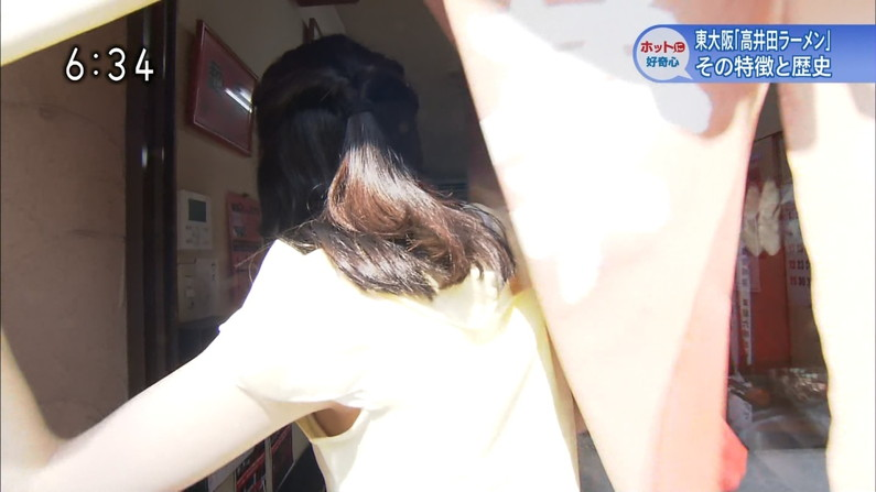 【ブラちらキャプ画像】女子アナ達の服の隙間から可愛いブラジャーが見えちゃうプチハプニングwww 11