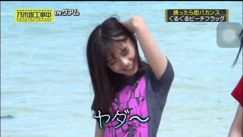 【放送事故画像】この時期になると女性芸能人が一番嫌がるハプニングが続出し始めるのがこれだwww 17