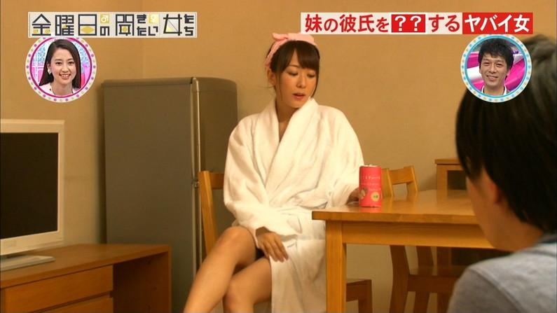 【パンチラキャプ画像】スカート短すぎた結果ばっちりお茶の間にパンツ晒されてる芸能人たちがこちらwww 13