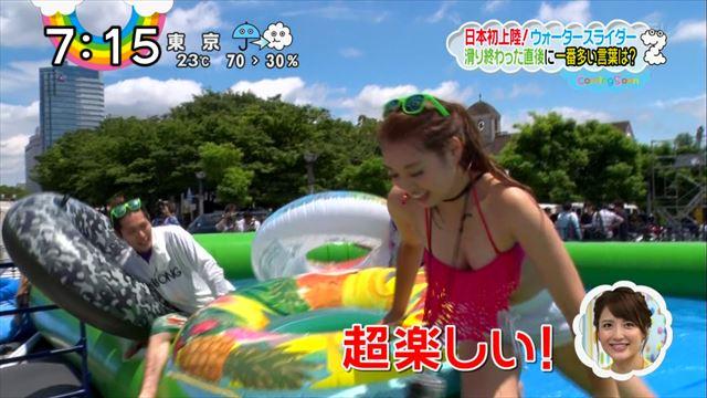 【水着キャプ画像】テレビに映るビキニ美女の豊満なオッパイがぐぅシコすぎてやばいんだがwww 13