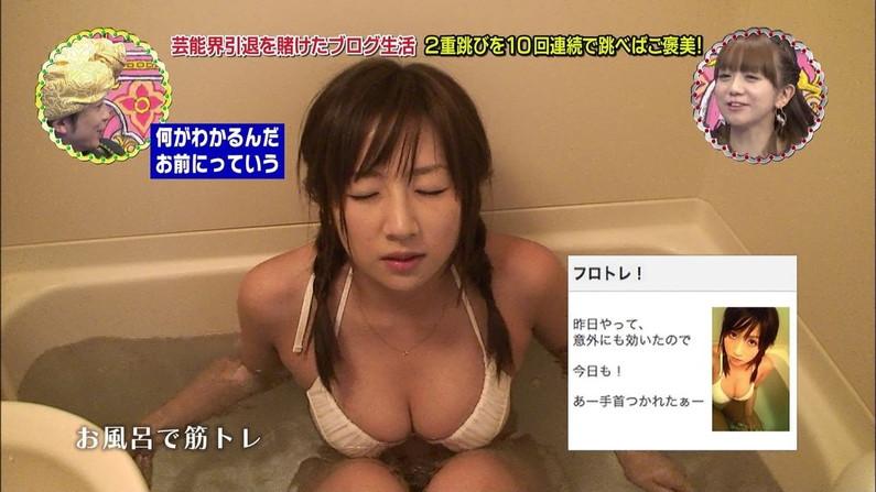 【オッパイキャプ画像】放送事故率80%超えはあるであろう巨乳美女の水着姿ww 02