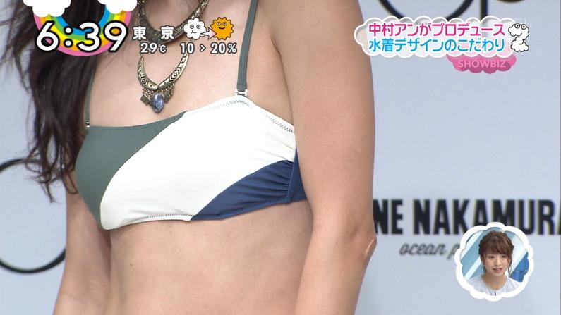 【水着キャプ画像】この時期になると巨乳美女にはこぞってビキニを着せたがるテレビ局www 12