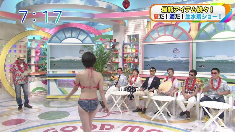 【お尻キャプ画像】テレビに映ったビキニからはみ出る尻肉がムチムチでエロすぎww 16