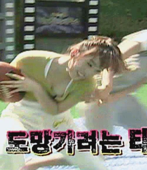 【海外放送事故画像】海外テレビのエロ放送が過激すぎて放送事故連発www 09
