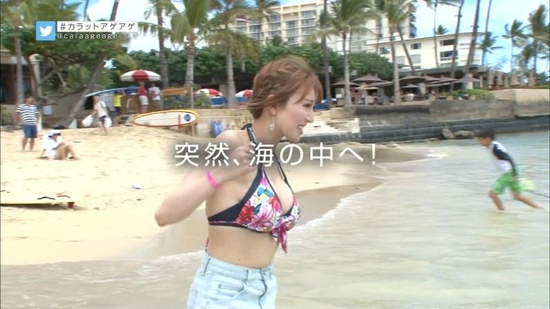 【水着キャプ画像】巨乳の半分以上見えちゃってるビキニ美女がテレビに映りまくりww 10