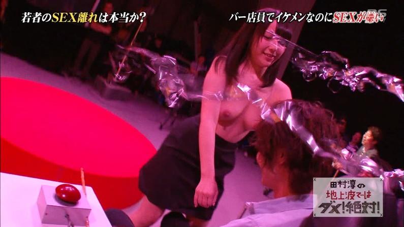 【放送事故画像】何の恥じらいもなくテレビで乳首まで見せた女達のオッパイワロタwww 18