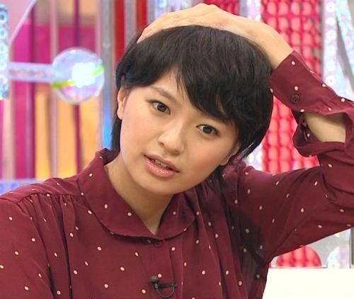 【放送事故画像】脇フェチにはたまらんテレビに映ったアイドルや女子アナ達の脇汗w 09