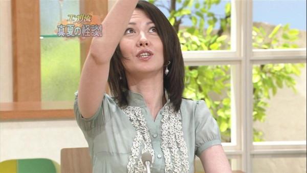【放送事故画像】脇フェチにはたまらんテレビに映ったアイドルや女子アナ達の脇汗w 15