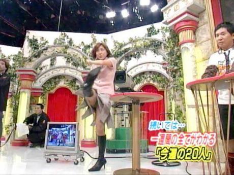 【放送事故画像】テレビでパンチラの期待値が高めな女性タレント達ww 11