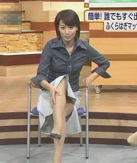 【放送事故画像】テレビでパンチラの期待値が高めな女性タレント達ww 17