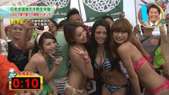 【水着キャプ画像】夏本番!こぞってテレビでも水着美女を紹介し始めましたよwww 09