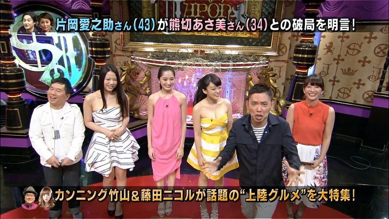 【谷間キャプ画像】オッパイの露出が多めな過激な格好でテレビに出てくるタレント達ww