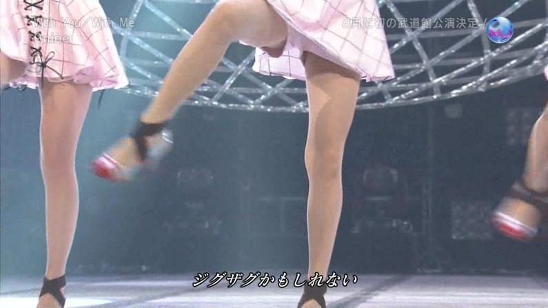 【パンチラキャプ画像】そんな短いスカート履いてたらどぉしても気になって仕方ないだろ! 11