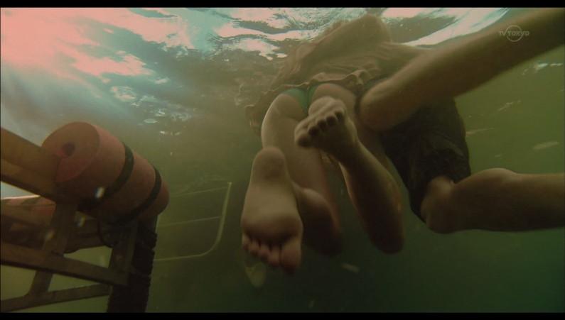 【足裏キャプ画像】可愛い女の子なら指の間だって舐めれるマニア必見足裏画像ww 02
