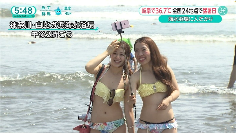 【水着キャプ画像】この夏も美女達のポロリに期待大!危なげな水着美女達がテレビに映るww 06