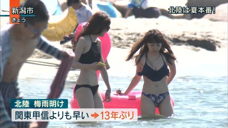 【水着キャプ画像】この夏も美女達のポロリに期待大!危なげな水着美女達がテレビに映るww 13