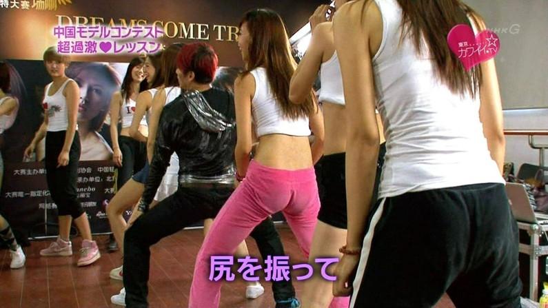 【お尻キャプ画像】ピッチピチのスパッツ履いてヨガやストレッチしてる女のお尻がタマランくらいエロいww 09