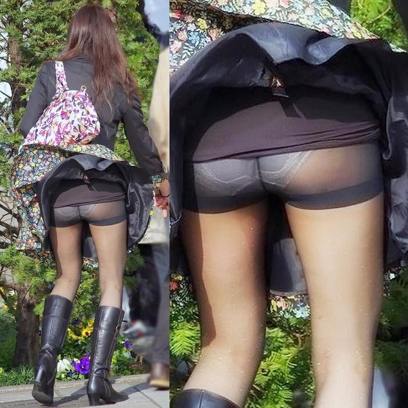 【ハプニングパンチラ画像】一瞬の出来事に興奮してしまう!素人のスカートが風に煽られて見えたパンツww 02