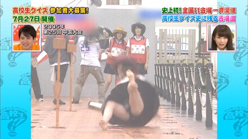 【パンチラキャプ画像】タレント達がミニスカ履いて▼ゾーンからチラッと見えるパンツがエロすぎwww 12
