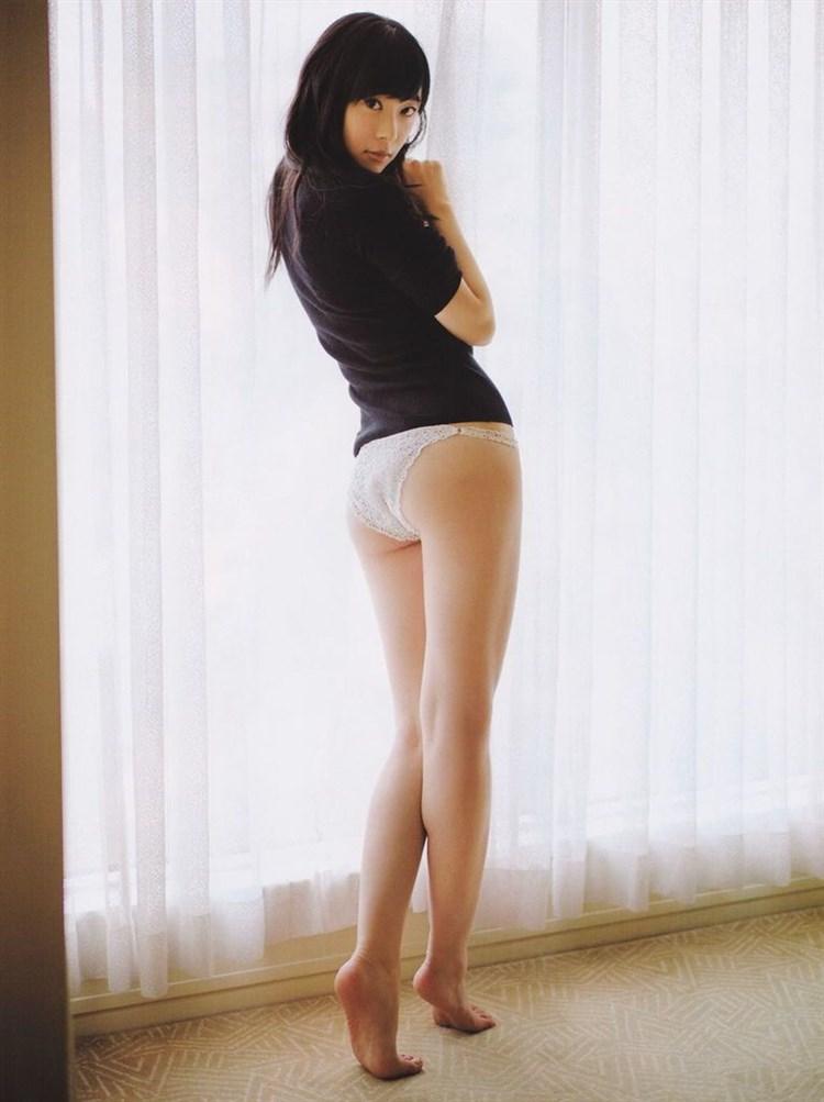 【パンチラキャプ画像】タレント達がミニスカ履いて▼ゾーンからチラッと見えるパンツがエロすぎwww 24