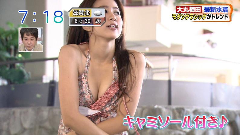 【水着キャプ画像】視聴率上げるなら素人でも出しちゃう!素人の巨乳ビキニ姿を映しまくるww 07