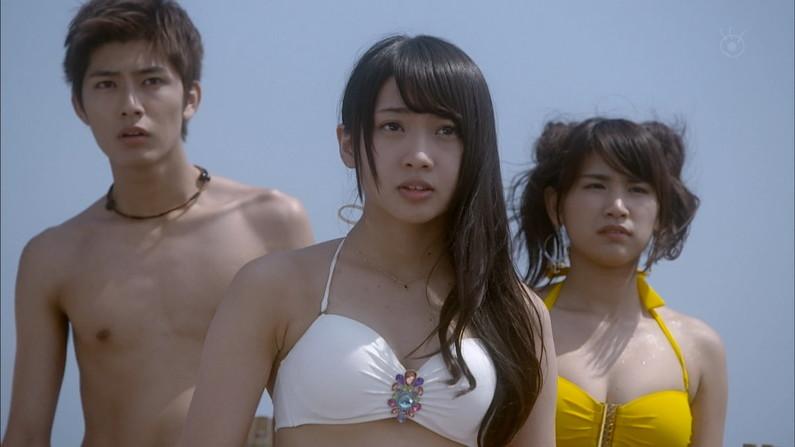 【水着キャプ画像】テレビに映る巨乳のビキニ美女達がエロいオッパイ強調しまくりww 02