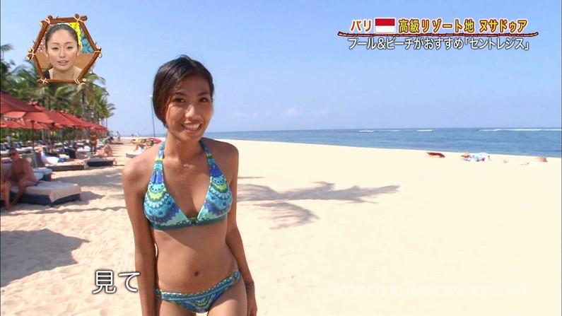 【水着キャプ画像】テレビに映る巨乳のビキニ美女達がエロいオッパイ強調しまくりww 12
