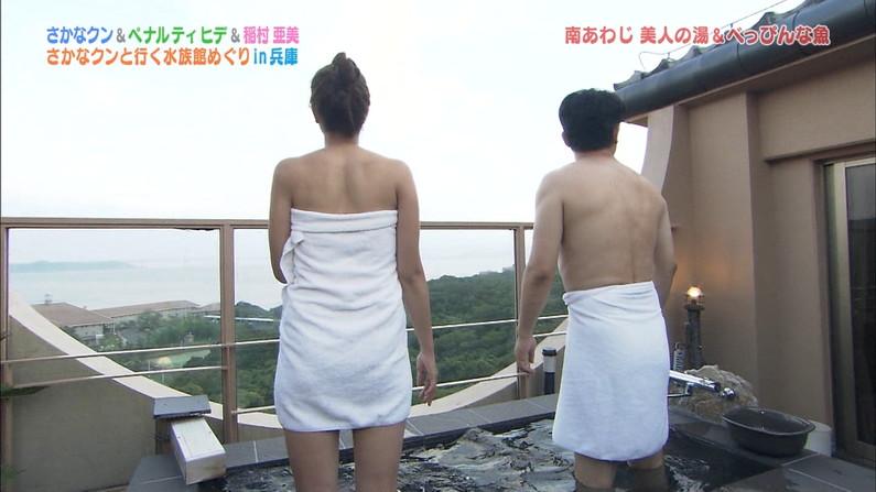【温泉キャプ画像】後数センチバスタオルがズレれば乳輪くらいは見えそうな際どい巻き方して温泉レポする女達ww