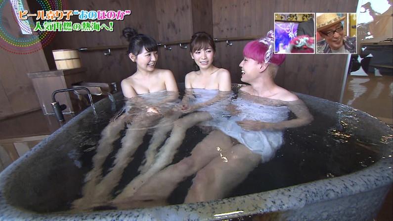 【温泉キャプ画像】後数センチバスタオルがズレれば乳輪くらいは見えそうな際どい巻き方して温泉レポする女達ww 09