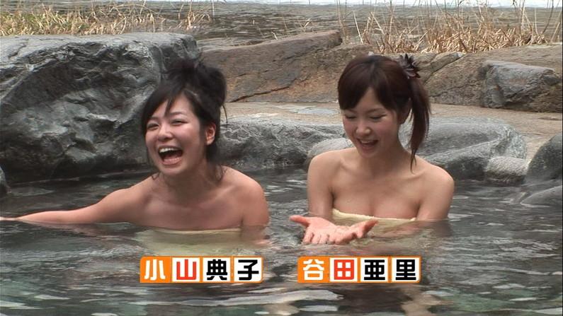 【温泉キャプ画像】後数センチバスタオルがズレれば乳輪くらいは見えそうな際どい巻き方して温泉レポする女達ww 22