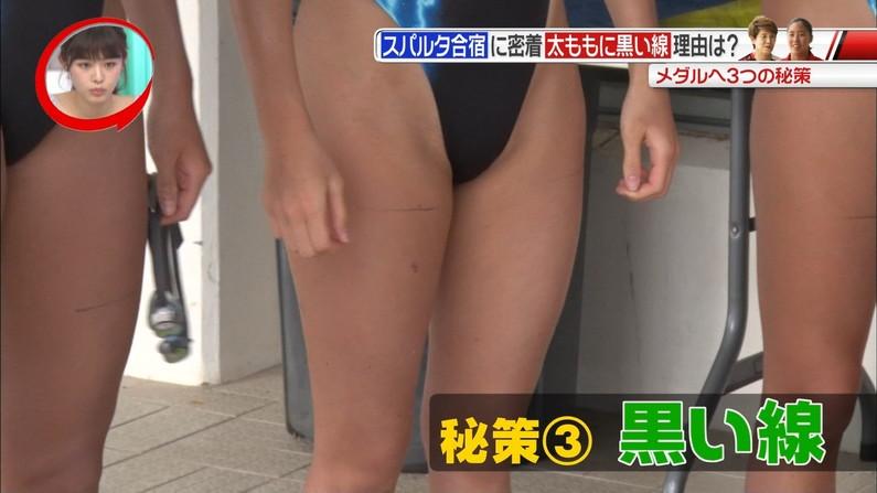 【太ももキャプ画像】パンツ見えそうなくらいキワキワまで太もも露出させてるタレント達ww 06