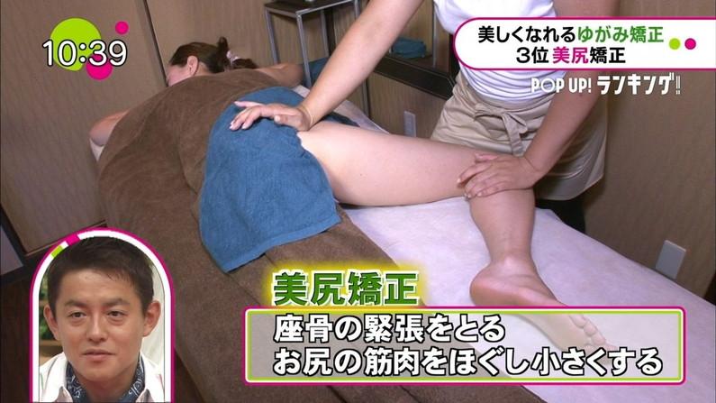 【エステキャプ画像】半裸状態でテレビに映るエステ受けてるタレント達のオッパイがムニュってなってるww 19